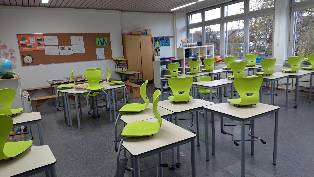 Neue Möbel für die Klassen